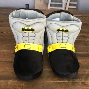 Batman boot slippers...with a cape!!